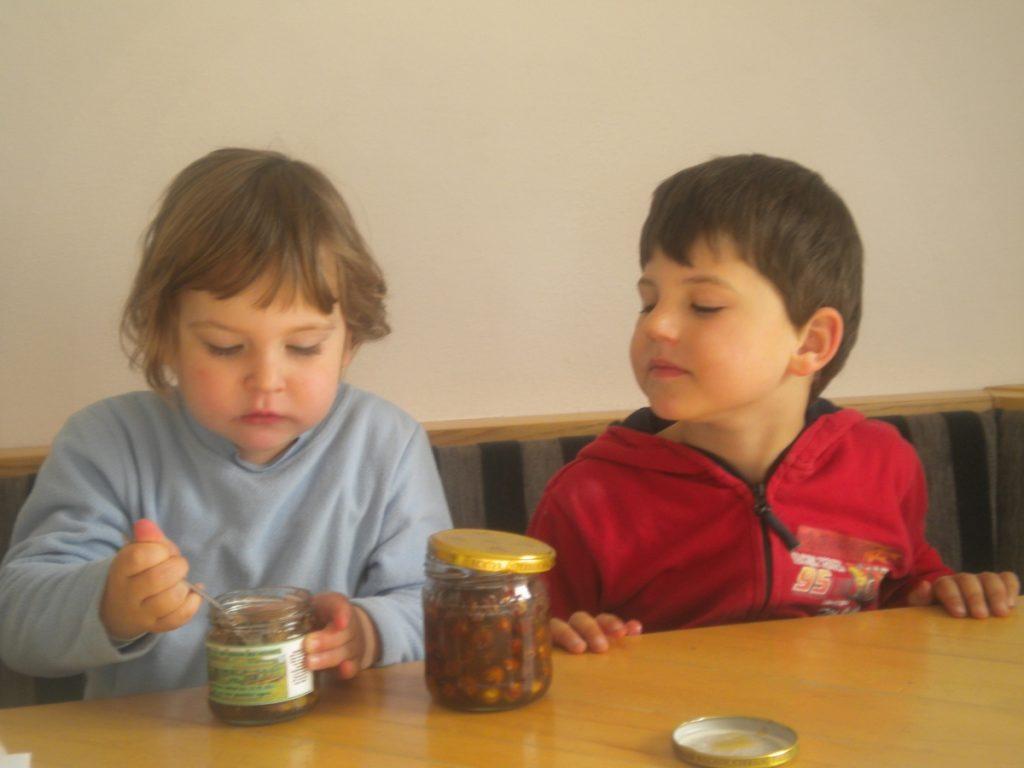 unsere Kinder als Honigschlecker
