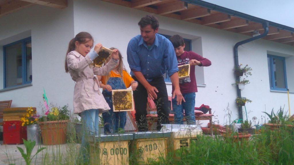 Reinhard mit Kindern Melissa, Elena und Mattheo