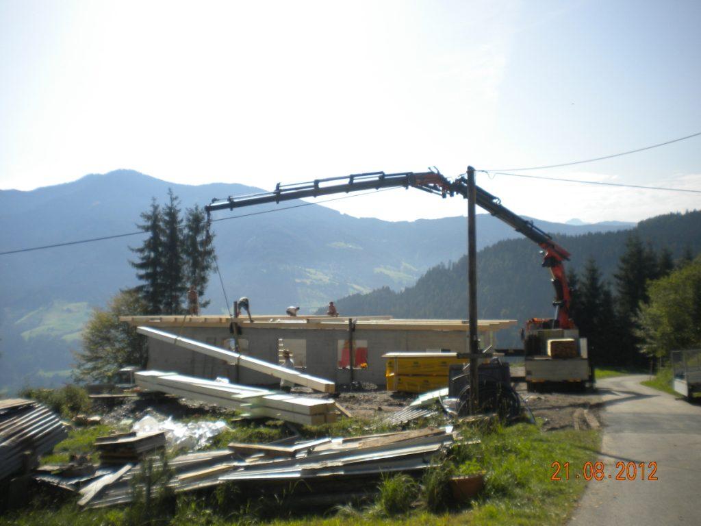 während des Baues unseres Wirtschaftsgebäudes Dachstuhl 2012